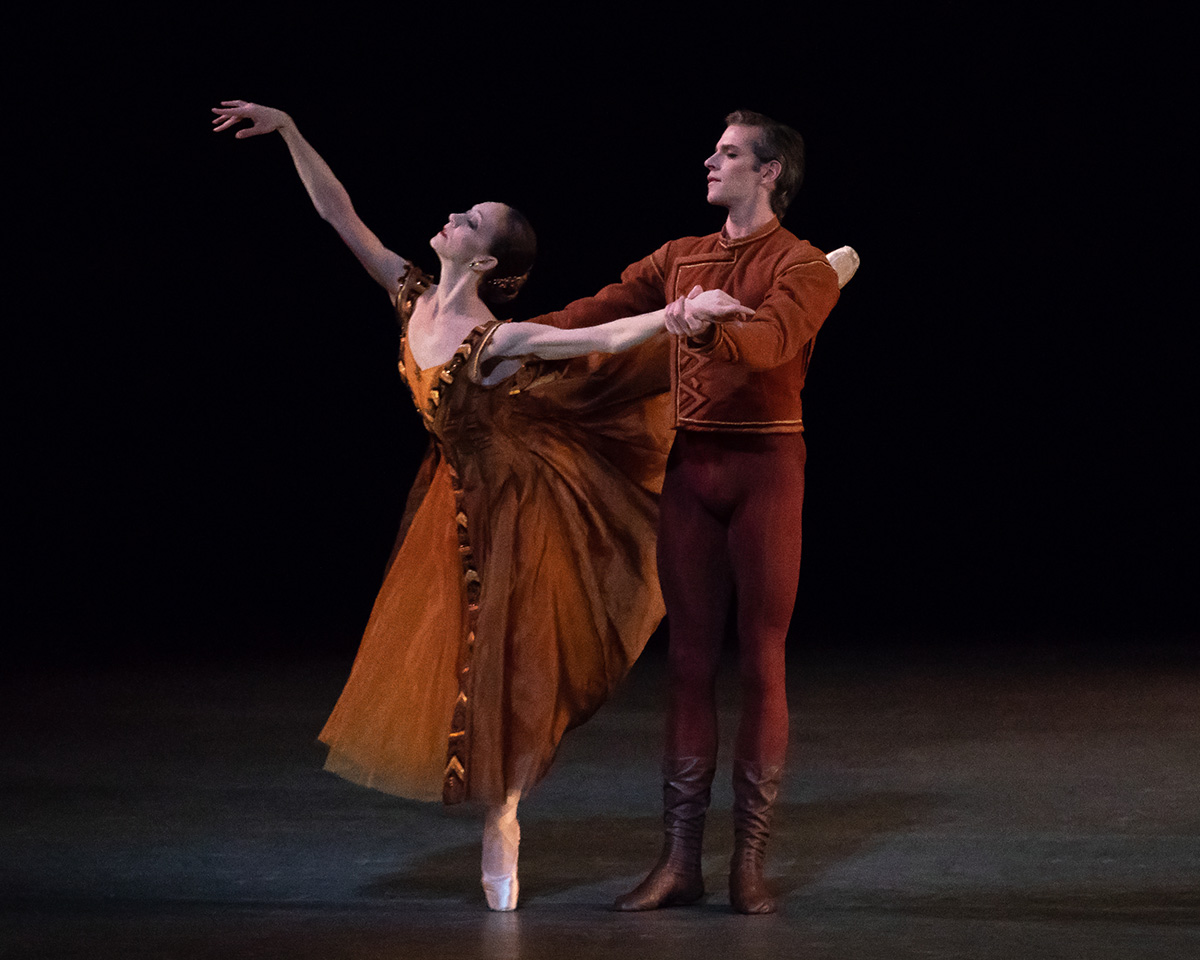 Maria Kowroski and Russell Janzen in Jerome Robbins' In the Night.© Erin Baiano. (Click image for larger version)