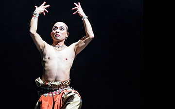 Mavin Khoo in an Odissi Solo to live music.© Foteini Christofilopoulou. (Click image for larger version)