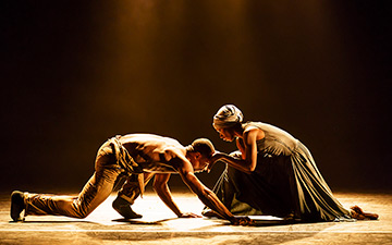 José Alves and Cira Robinson in Ingoma by Mthuthuzeli November.© Bill Cooper. (Click image for larger version)