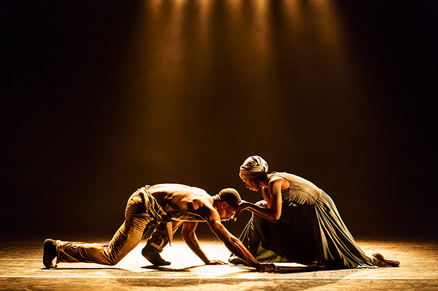 José Alves and Cira Robinson in <I>Ingoma</I> by Mthuthuzeli November.<br />© Bill Cooper. (Click image for larger version)