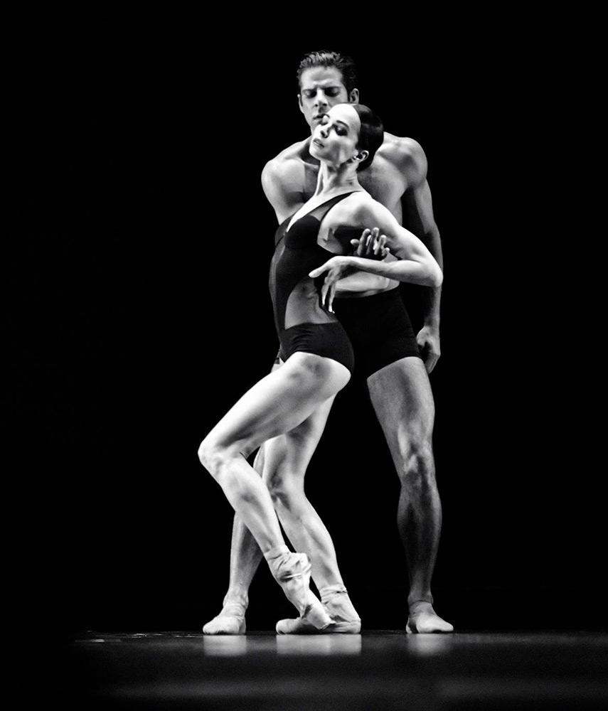 Diana Vishneva and Marcelo Gomes in <I>Vertigo</I>.<br />© Daniil Golovkin. (Click image for larger version)