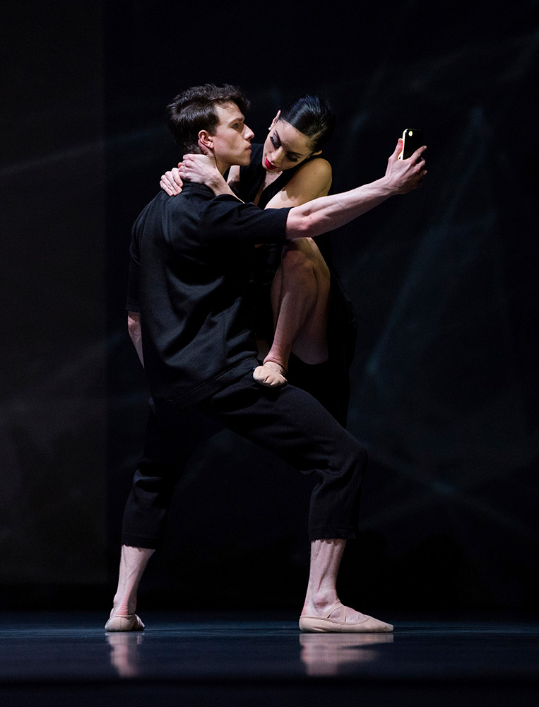 Dores André and Benjamin Freemantle in Wheeldon's Bound To.© Erik Tomasson. (Click image for larger version)