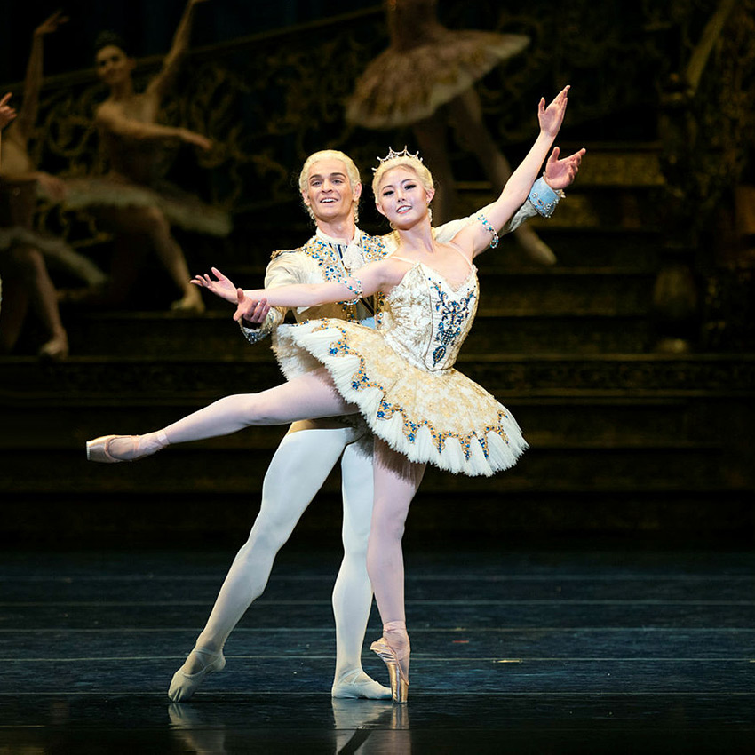 Wona Park and Angelo Greco in Tomasson's The Sleeping Beauty.© Erik Tomasson. (Click image for larger version)