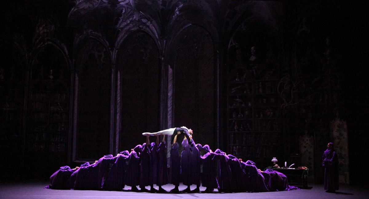 The Sarasota Ballet in Sir Frederick Ashton's Apparitions.© Frank Atura. (Click image for larger version)