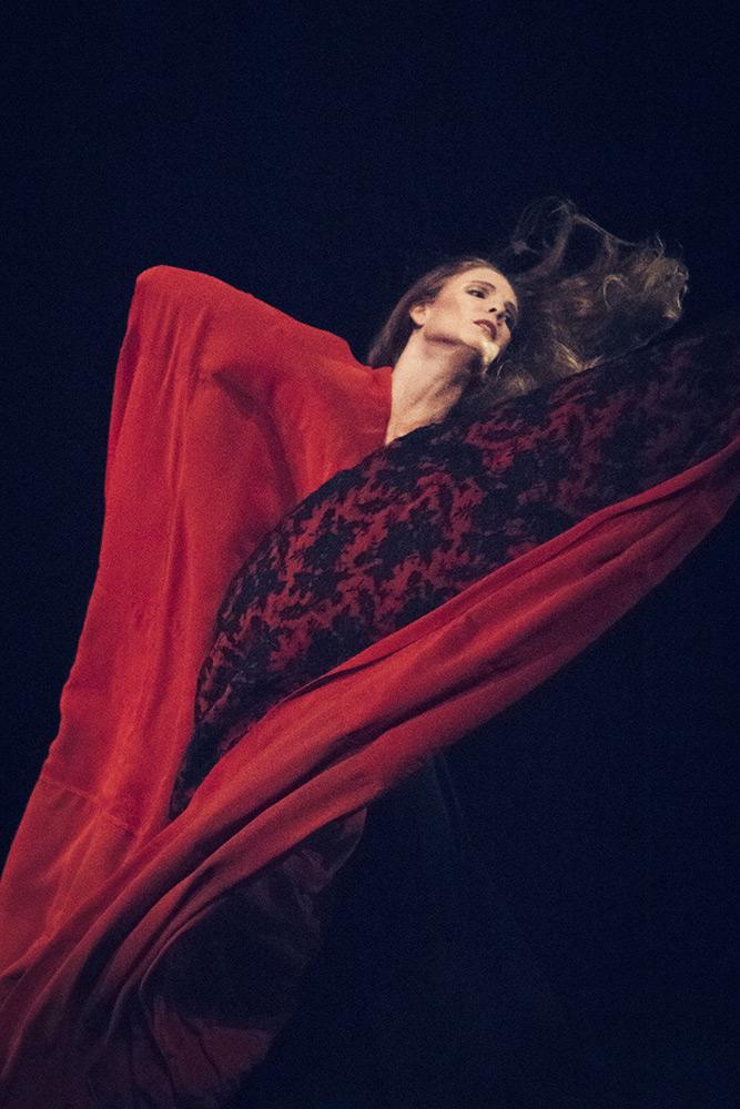 Ana Carolina Quaresma in Chronicle.© Filip Van Roe / Opera Ballet Vlaanderen. (Click image for larger version)