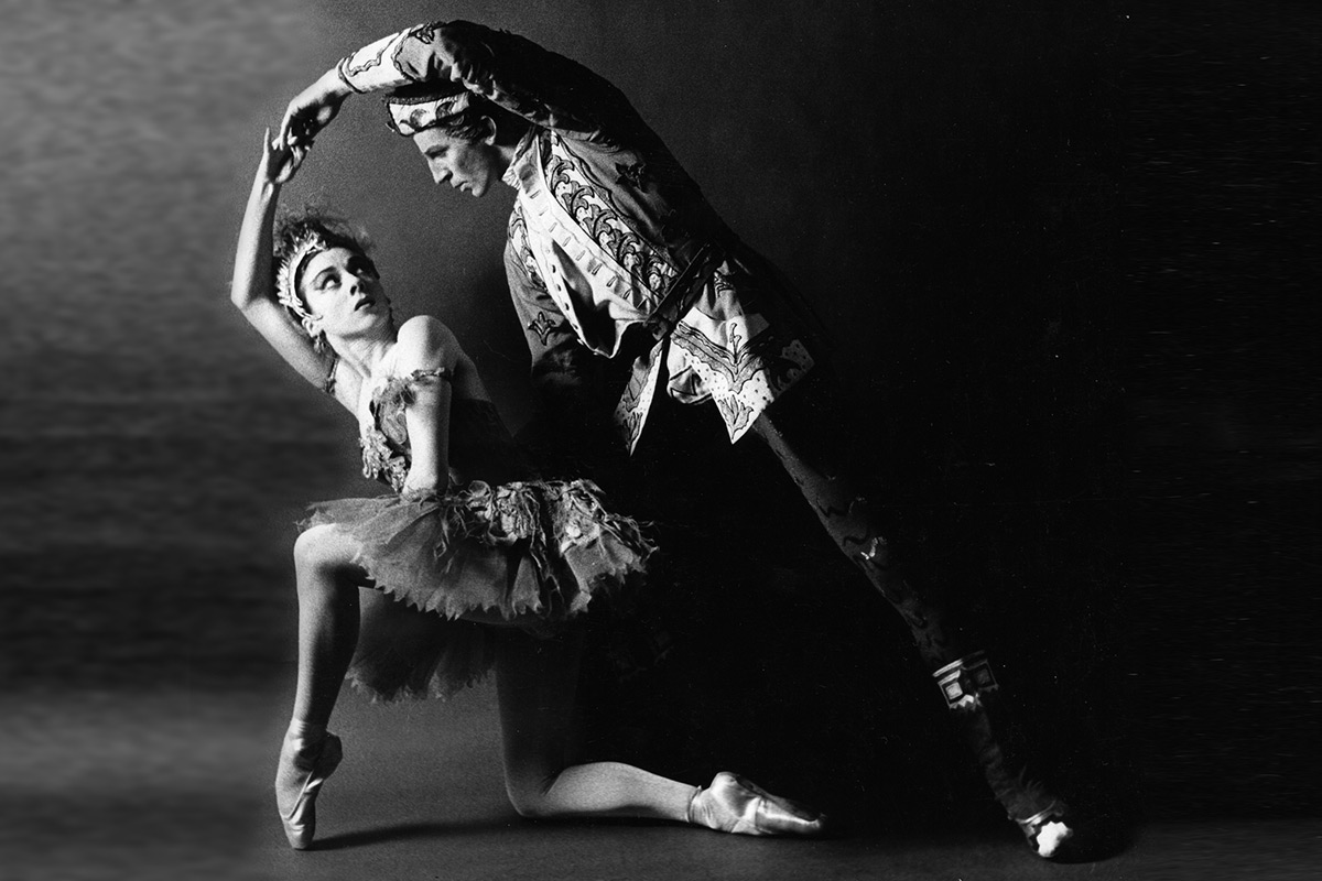 Annette Page as The Firebird with Ronald Hynd as Ivan Tsarevitch in The Royal Ballet revival of The Firebird, 1959. © Roy Round, courtesy the Royal Opera House. (Click image for larger version)