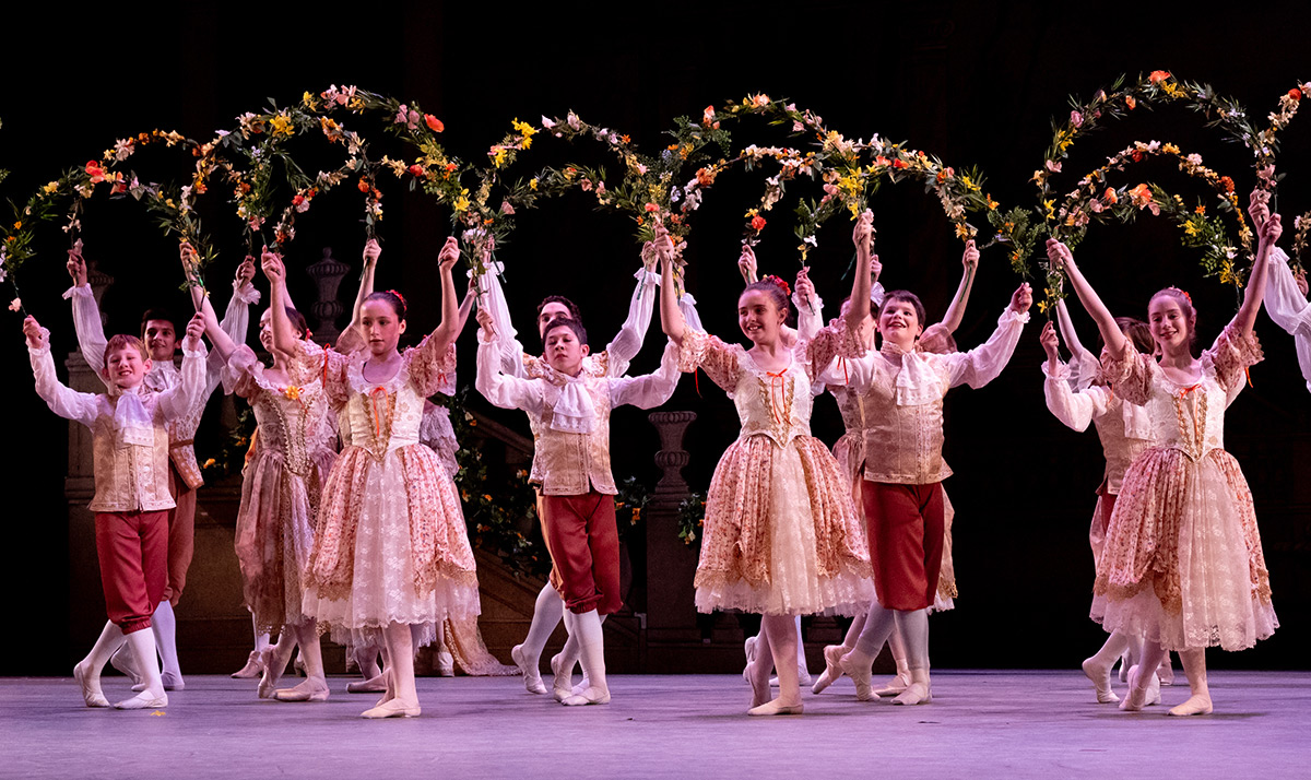 Washington School of Ballet students in the The Sleeping Beauty.© Victoria Pickering. (Click image for larger version)