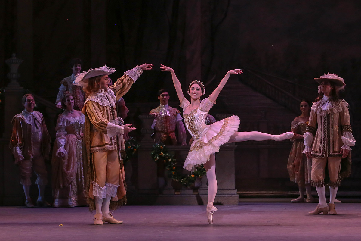 Katherine Barkman and Ruben Martin in the The Sleeping Beauty.© XMB Photography. (Click image for larger version)