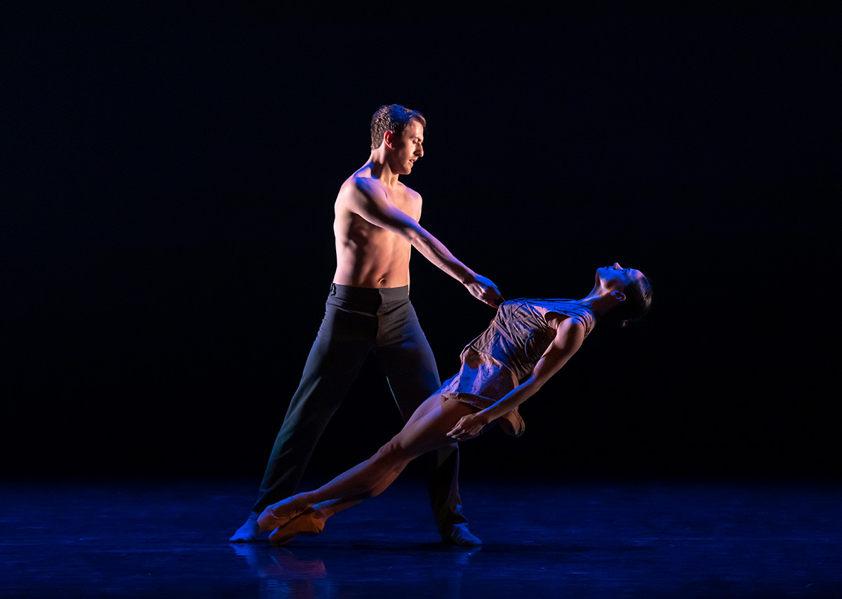 Thomas Edwards and Sophie Martin in Laplane's Dextera.© Andy Ross. (Click image for larger version)