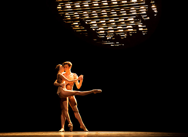 Lauren Strongin and Joseph Walsh in Scarlett's <I>Die Toteninsel</I>.<br />© Erik Tomasson. (Click image for larger version)