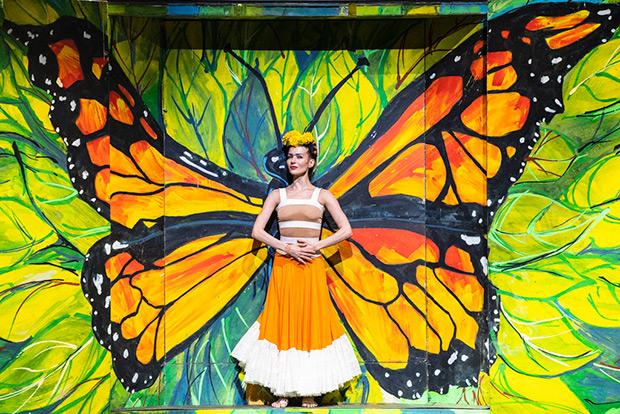 Katja Khaniukova in Annabelle Lopez Ochoa's <I>Broken Wings</I>.<br />© Foteini Christofilopoulou. (Click image for larger version)