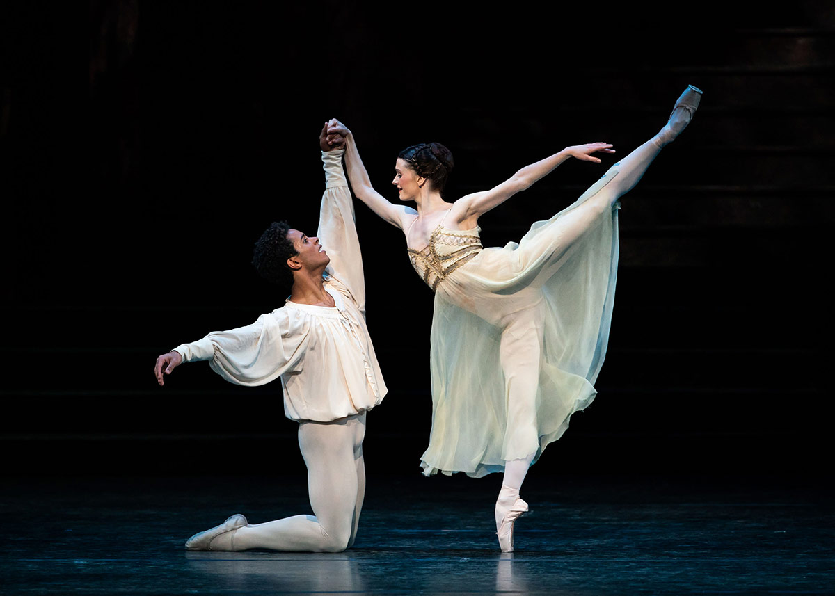 Anna Rose O'Sullivan and Marcelino Sambé in Romeo and Juliet.© Helen Maybanks, courtesy the Royal Opera House. (Click image for larger version)