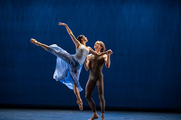 Natalia Osipova and David Hallberg in Ratmansky's <I>Valse Triste</I>.<br />© Johan Persson. (Click image for larger version)