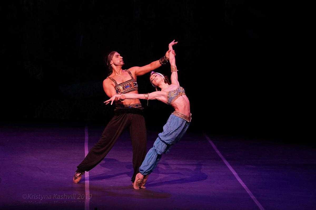 Ekaterina Krysanova and Ivan Vasiliev in <I>Scheherazade</I>.<br />© Kristyna Kashvili. (Click image for larger version)