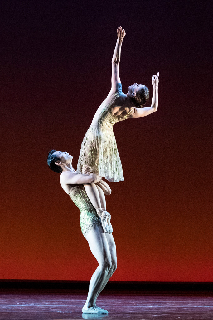 Ryoichi Hirano and Lauren Cuthbertson in Wheeldon's <I>Within the Golden Hour</I>.<br />© Foteini Christofilopoulou, courtesy the Royal Opera House. (Click image for larger version)