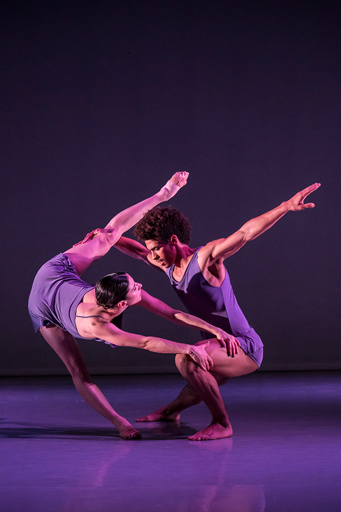 Brenda Lee Grech and Liam Francis in Wayne McGregor's PreSentient.© Johan Persson. (Click image for larger version)