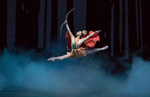 Georgina Pazcoguin as Hippolyta in Balanchine's <I>A Midsummer Night's Dream</I>.<br />© Paul Kolnik. (Click image for larger version)