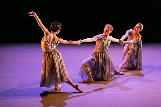Dancers Irene Asunción Orduna, Maria Bruguet González and Tuva Svendsen in Andrew McNicol's <I>Mirrors</I>.<br />© Alex Fine. (Click image for larger version)