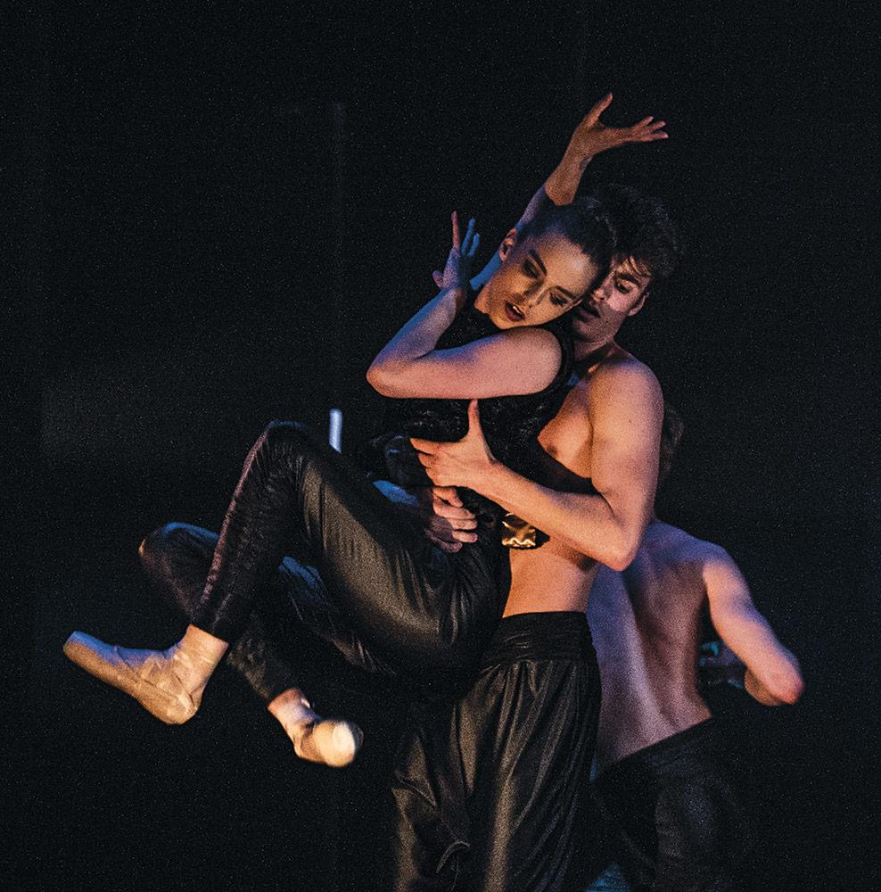Norwegian National Ballet 2 in Departures.© Erik Berg. (Click image for larger version)