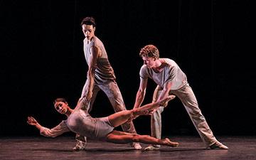 Norwegian National Ballet 2 in Some See Stages.© Erik Berg. (Click image for larger version)