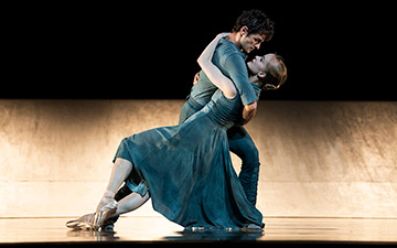 Sasha De Sola and Angelo Greco in Scarlett's Hummingbird.© Erik Tomasson. (Click image for larger version)