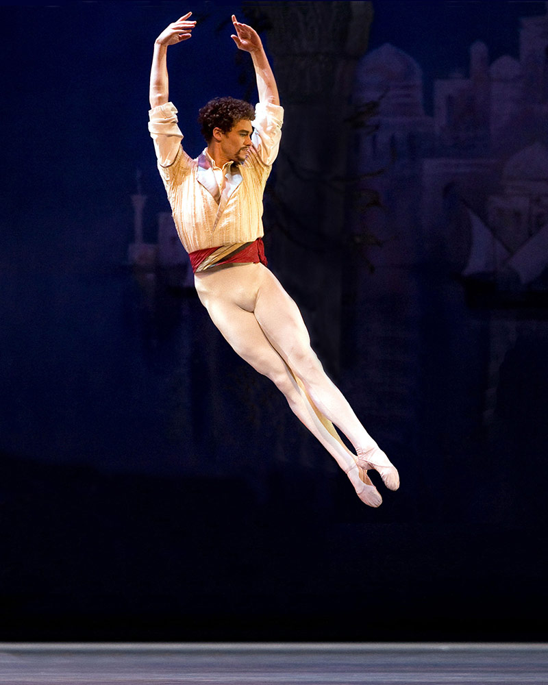 Cory Stearns in <I>Le Corsaire</I>.<br />© Marty Sohl. (Click image for larger version)