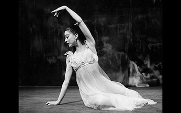 Margot Fonteyn as Ondine, 1958.© Roger Wood, courtesy the Royal Opera House. (Click image for larger version)