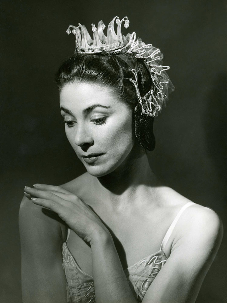 Margot Fonteyn.<br />© Roger Wood, courtesy the Royal Opera House. (Click image for larger version)
