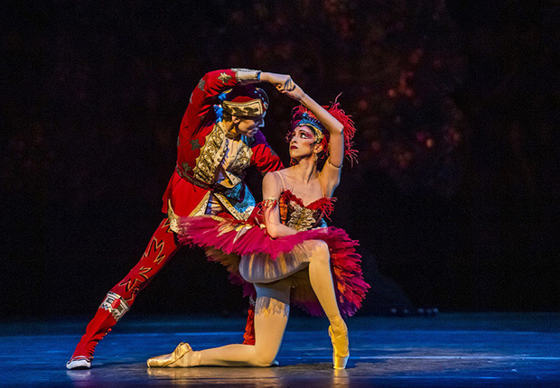 Yasmine Naghdi and Edward Watson in <I>The Firebird</I>.<br />© Tristram Kenton, courtesy the Royal Opera House. (Click image for larger version)