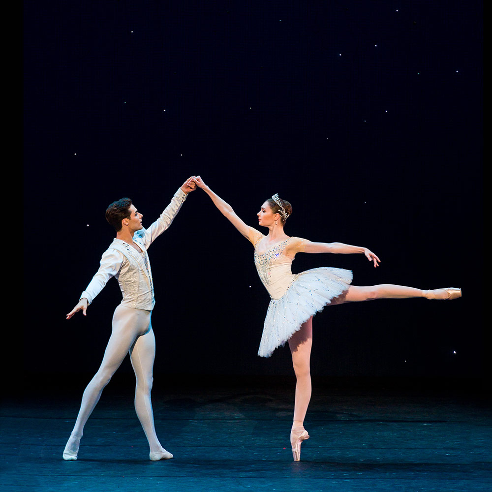 Alyona Kovalyova and Jacopo Tissi in Diamonds.© Darren Thomas. (Click image for larger version)