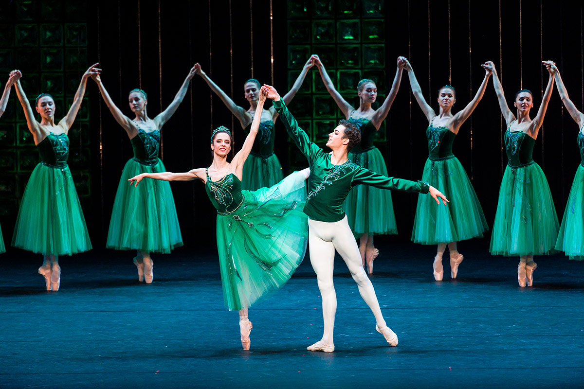 Anastasia Denisova and David Motta Soares in <I>Emeralds</I>.<br />© Darren Thomas. (Click image for larger version)
