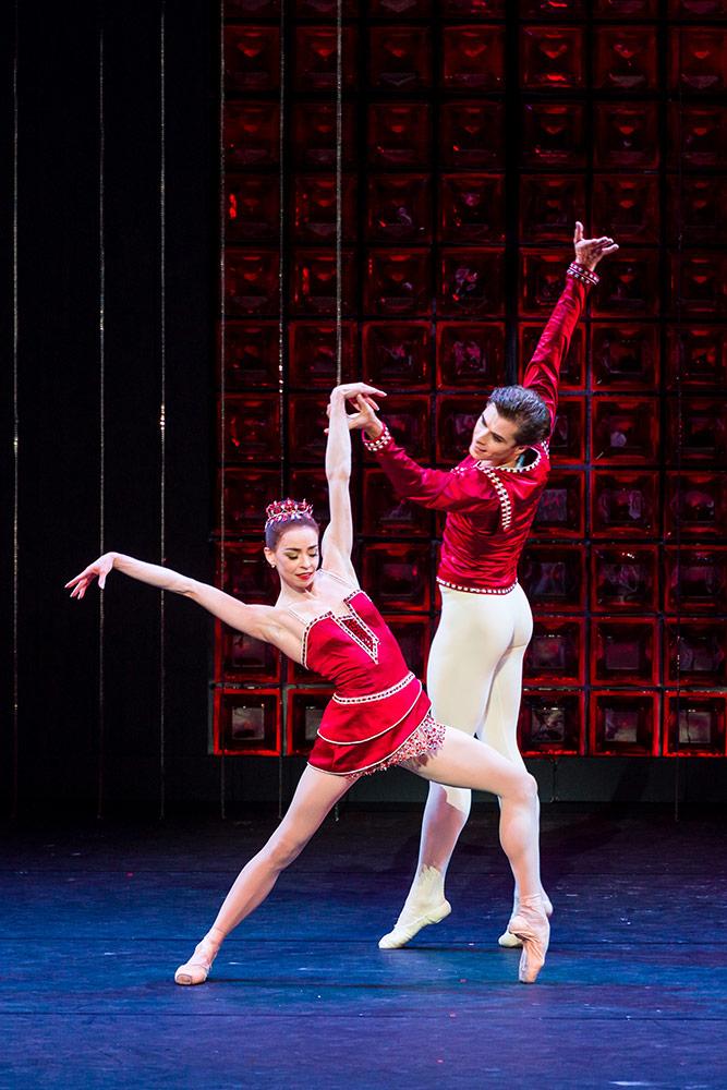 Ekaterina Krysanova in Artem Ovcharenko <I>Rubies</I>.<br />© Darren Thomas. (Click image for larger version)