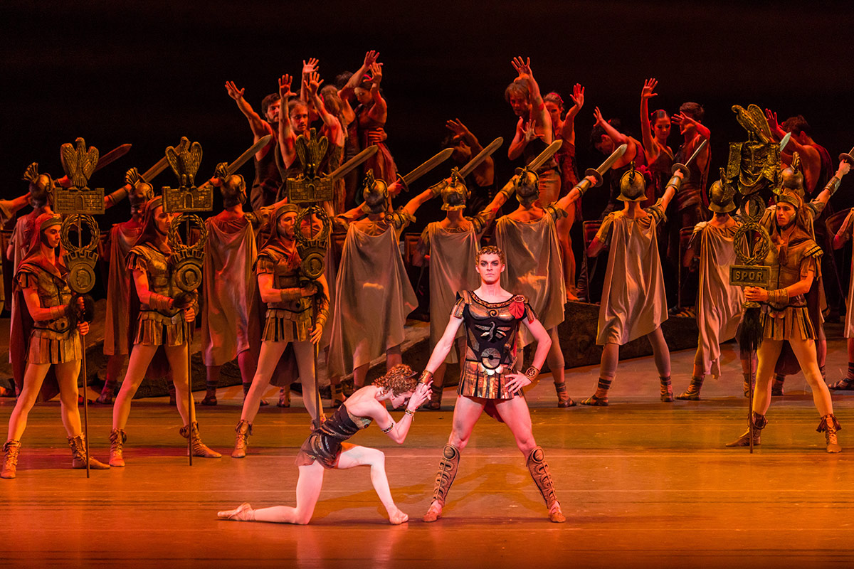 Olga Smirnova and Alexander Volchkov in Spartacus.© Darren Thomas. (Click image for larger version)