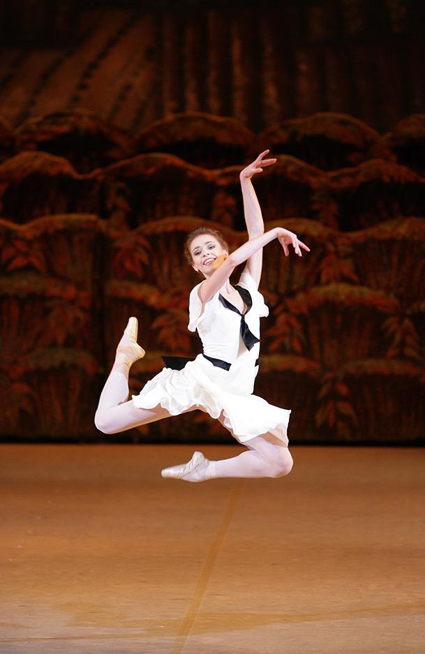 Ekaterina Krysanova in The Bright Stream.© Damir Yusupov. (Click image for larger version)