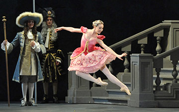 Isabella Boylston in The Sleeping Beauty.© John Grigaitis. (Click image for larger version)