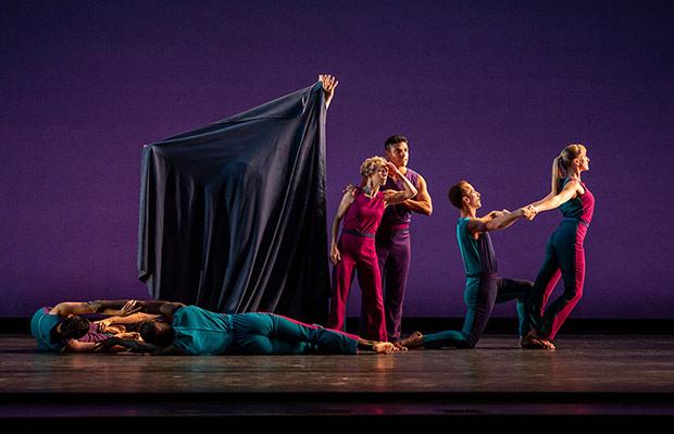 Mark Morris Dance Group in <I>Sport</I>.<br />© Stephanie Berger. (Click image for larger version)