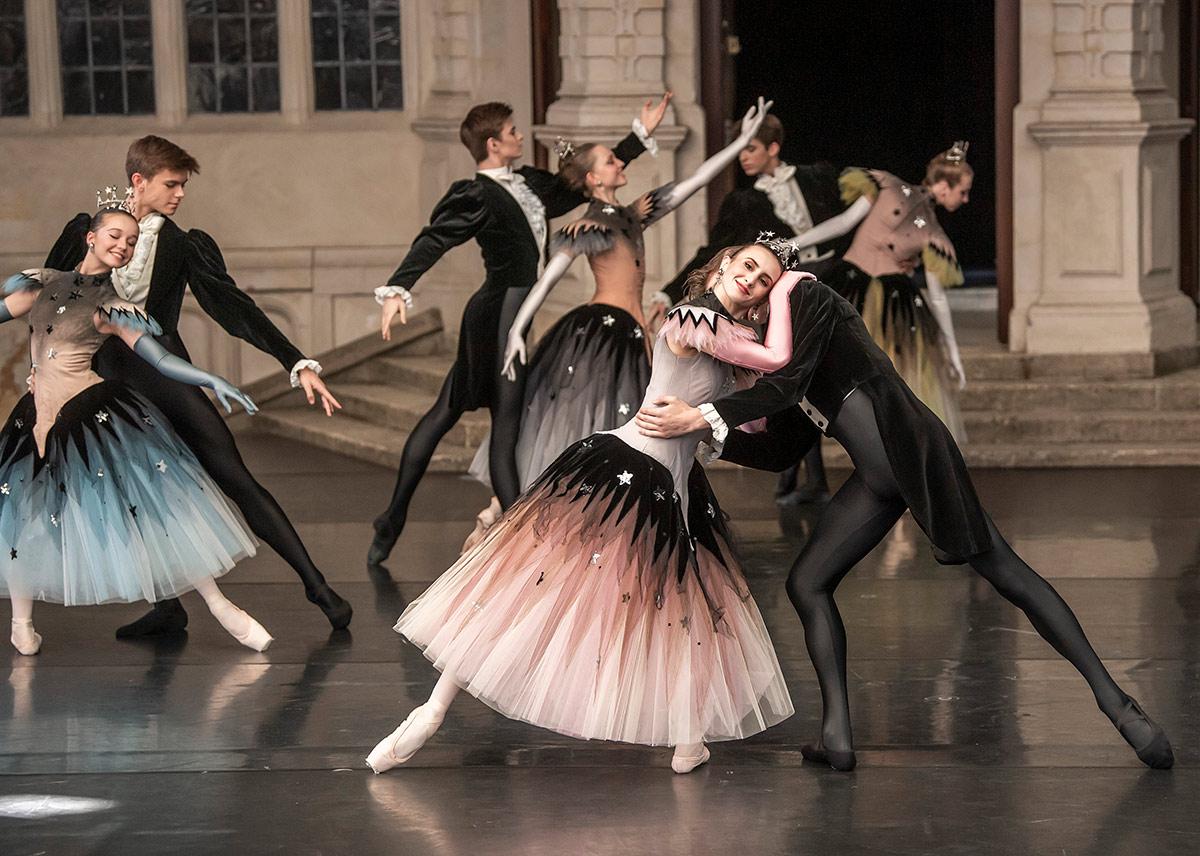 The Royal Ballet School in Ashton's La Valse.© Tristram Kenton. (Click image for larger version)