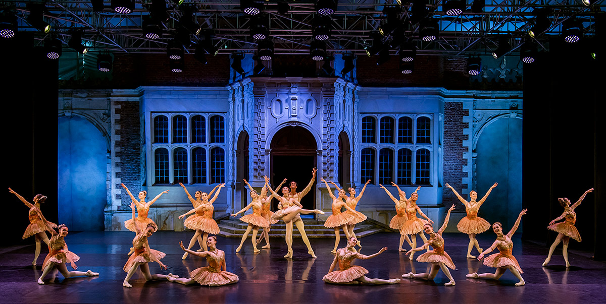 The Royal Ballet School in Paquita.© Tristram Kenton. (Click image for larger version)