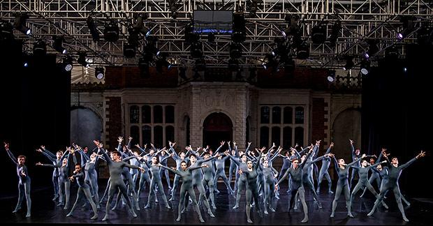 The Royal Ballet School in Goyo Montero's <I>Pulse</I>.<br />© Tristram Kenton. (Click image for larger version)