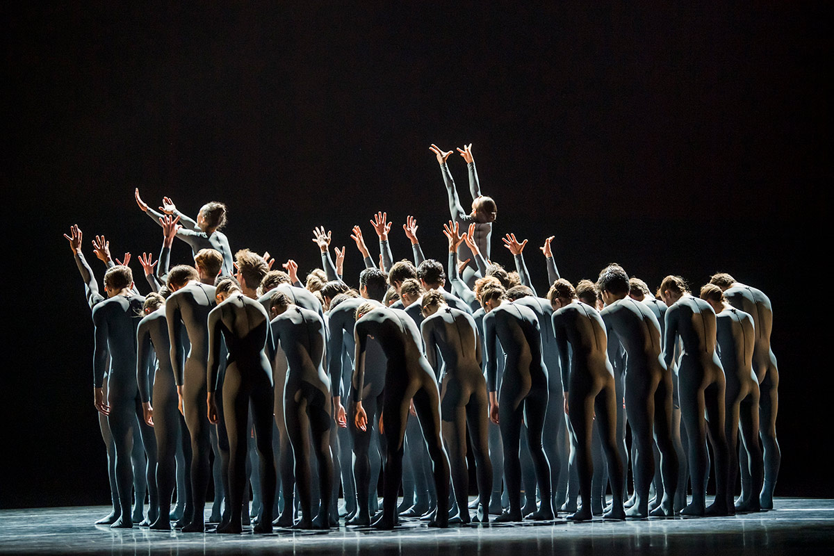 The Royal Ballet School in Goyo Montero's Pulse.© Tristram Kenton. (Click image for larger version)