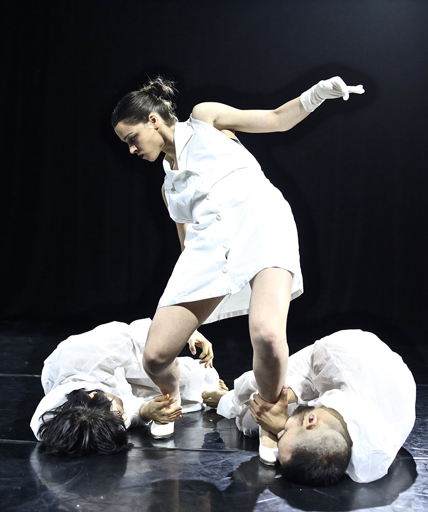 Derida Dance Company in Zen Play.© Atanas Maev. (Click image for larger version)