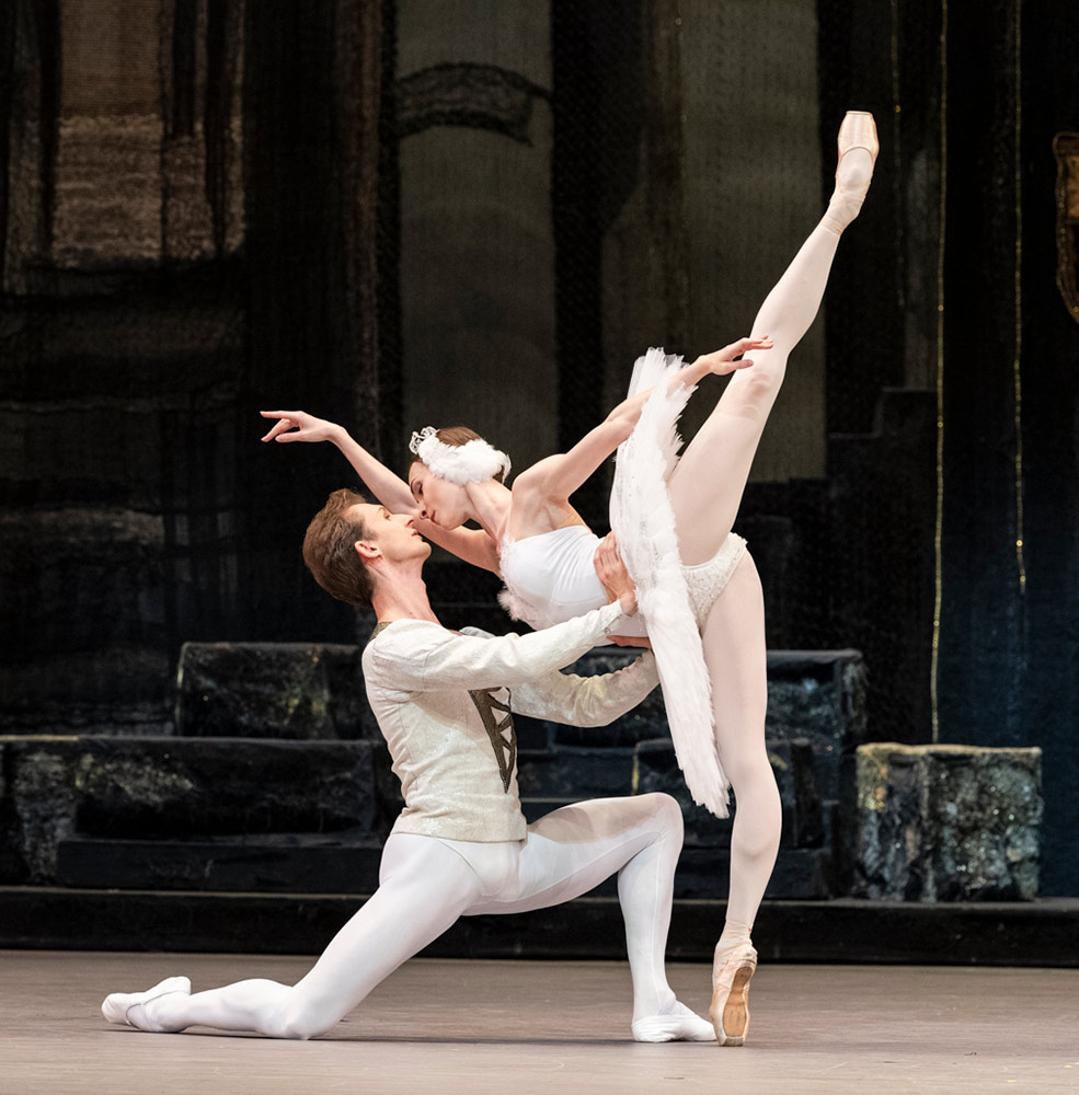 Olga Smirnova and Semyon Chudin in Swan Lake.© Foteini Christofilopoulou. (Click image for larger version)