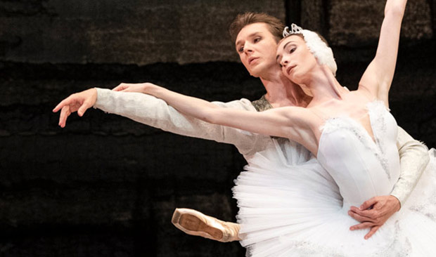 Olga Smirnova and Semyon Chudin in <I>Swan Lake</I>.<br />© Foteini Christofilopoulou. (Click image for larger version)