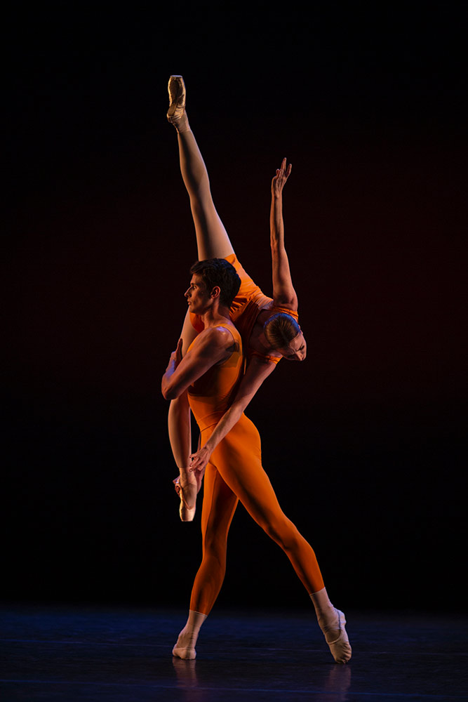 Lauren Cuthbertson and Nicol Edmonds in MacMillan's <I>Concerto</I> Pas de Deux.<br />© Maria Baranova. (Click image for larger version)