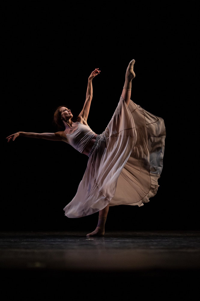 Lauren Cuthbertson in Stina Quagebeur's Reverie.© Maria Baranova. (Click image for larger version)
