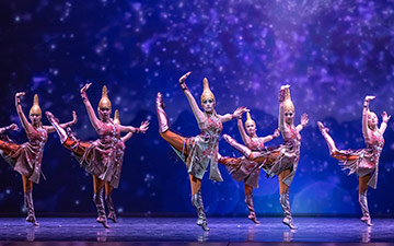 Astana Ballet in The Heritage of the Great Steppe.© Askhat Nurekin. (Click image for larger version)