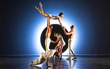 Alvin Ailey American Dance Theater in EN.© Foteini Christofilopoulou. (Click image for larger version)