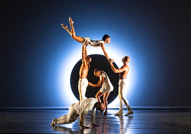 Alvin Ailey American Dance Theater in <I>EN</I>.<br />© Foteini Christofilopoulou. (Click image for larger version)