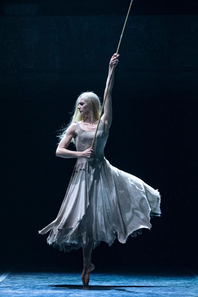 Stina Quagebeur in <I>Giselle</I>.<br />© Foteini Christofilopoulou. (Click image for larger version)