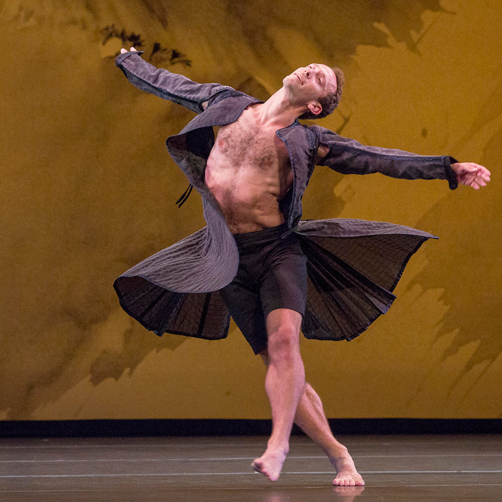 Aaron Loux in Mozart Dances.© Ken Friedman. (Click image for larger version)